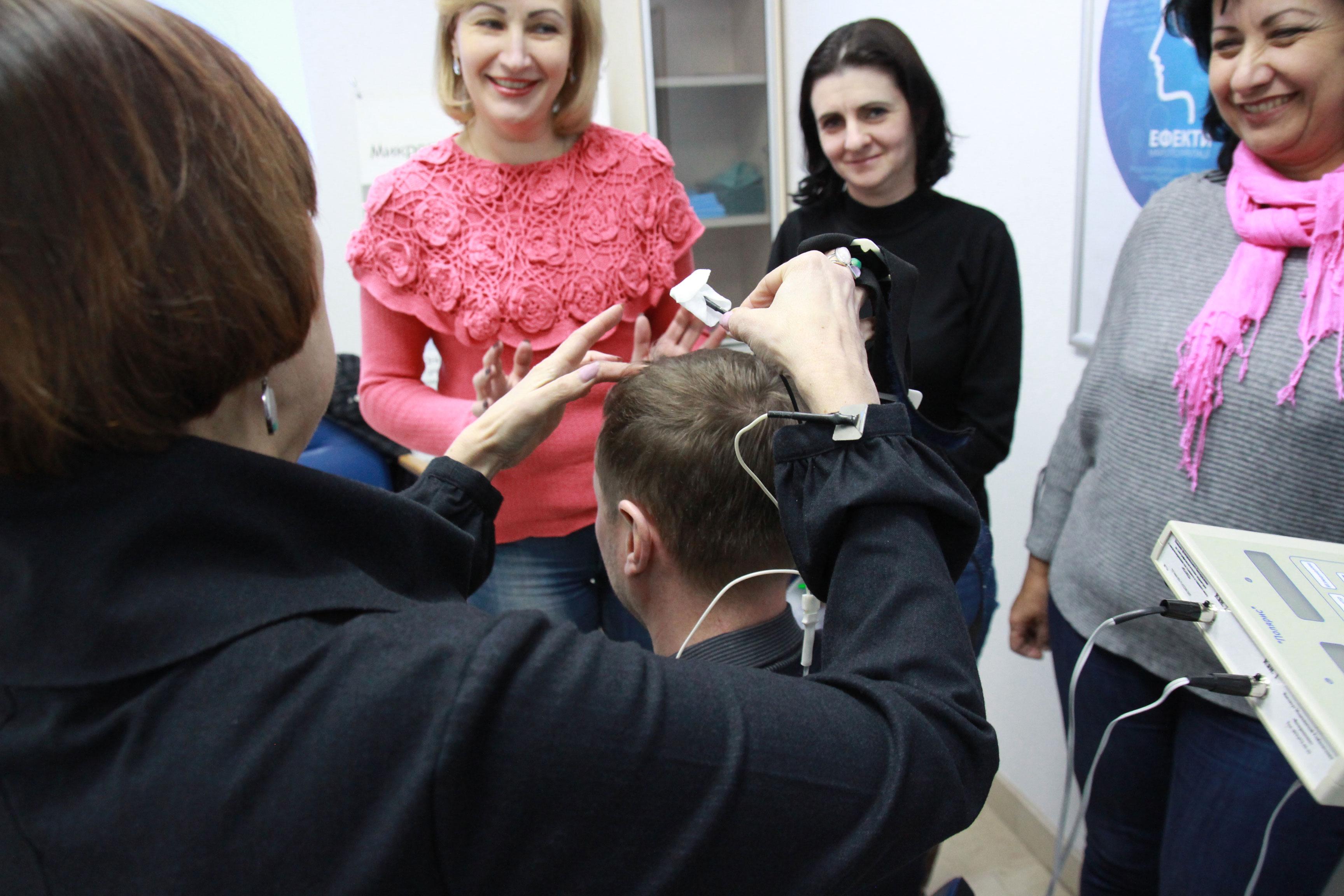 """Практичне застосування апарату """"Реамед-Полярис"""" на семінарі по мікрополяризації у медичному центрі Аватаж"""